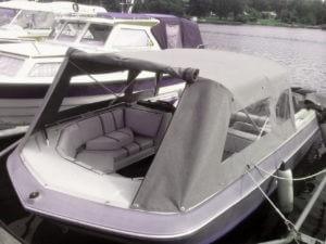 Sömnad av båtkapell med nya bågar.