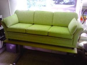 Omklädsel av soffa till kund i Stockholm.