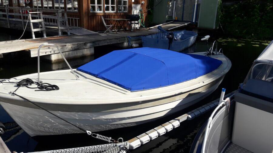 Nytillverkat båtkapell till Saga 20. Sömnad utförd av kapellmakare AL-Inredningar.