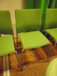Omklädsel av stolar till kontor i Stockholm.