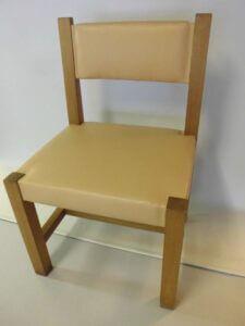 Omklädsel av ett tjugotal stolar samt soffor till Kyrka.