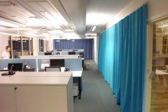 Sömnad av gardiner till kontor i Stockholm.